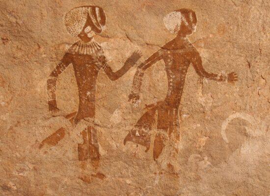 Felsmalereien eines menschlichen Paares in Algerien