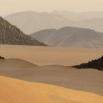 Sand und Fels Melange in Algerien Overland Expedition mit Outback Expeditions Algerien 4x4 Offroad Adventure und 4x4 Adventures in der Zentral Sahara Nordafrikas