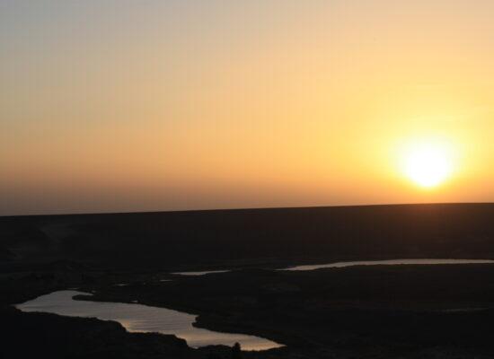 Sonnenuntergang am Krater des Waw an Namus im Süden Libyens
