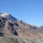 Verschneiter Gipfel im Atlasgebirge