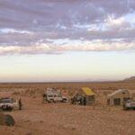 Camp auf Overland 4x4 Adventure Marokko in einem dry Oued