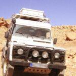 Landrover auf Passstrecke in Marokko - Königreich des Maghreb