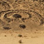 Ein sogenanntes Schlüssellochgrab in der Sahara