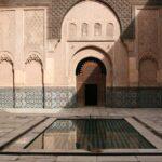 Wasser Pool inmitten eines Kulturgebäudes