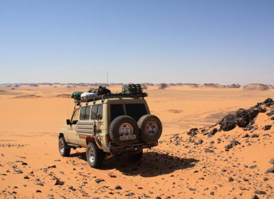 Outback Expeditions Professional Travelling Worldwide in der Zentralsahara mit einem Landcruiser