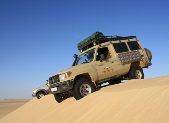 Landcruiser on a dune in the central Sahara region ERxpeditionen und Abenteuerreisen